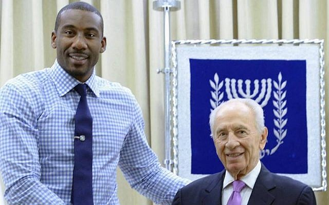 NBA star Amar'e Stoudemire and President Shimon Peres in Jerusalem on Thursday, July 18, 2013. (Shimon Peres Facebook page)
