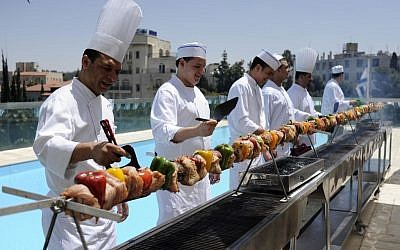 A massive, eight-meter barbecue grill in Jerusalem (photo credit: Yoav Ari Dudkevitch/Flash 90)