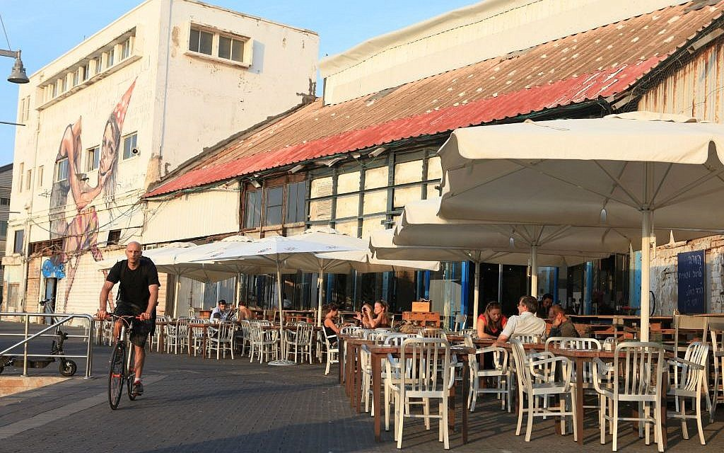 A look at seaside dining in the renovated Jaffa port (photo credit: Liron Almog/Flash 90)