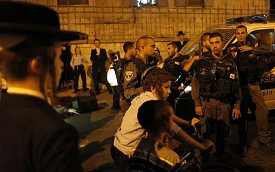 Border Police stand in the Jerusalem neighborhood of Mea Shearim after a mob attacked an IDF soldier and police officers on Tuesday night (photo credit: Flash90)