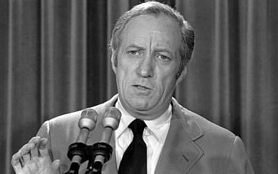 Leonard Garment, in 1973, representing President Richard Nixon in the Watergate Affair (Photo credit: wiki public)