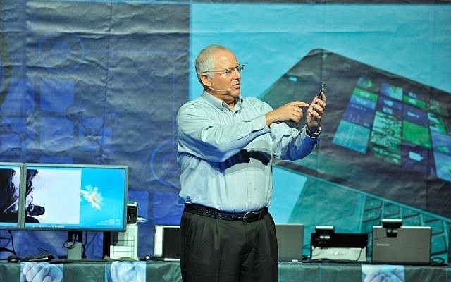 Intel's Yair Hochberg demonstrates one of Intel's smartphones July 6 2013 (Photo credit: Courtesy)