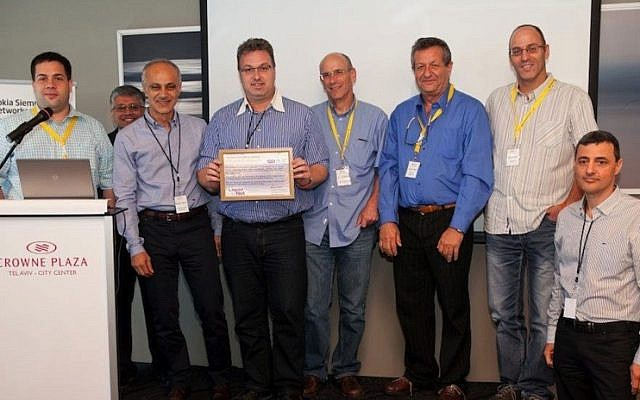 The Racana team accepts the Global Innovation Award in Nokia Siemens Networks' Israel Innovation Competition. Holding the award: Amit Sternberg, Racana CEO (Photo credit: Courtesy)
