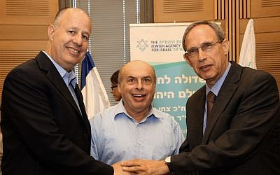 Chairman of The Jewish Agency for Israel, Natan Sharansky (center) flanked by the co-Chairmen of  the Lobby for Strengthening the Jewish People, MK Nachman Shai (right) and MK Tzachi Hanegbi at the launch of the lobby on Monday, July 22 (photo credit: GPO/Sasson Tiram)