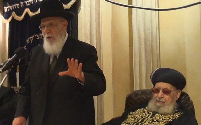Shas mentor Rabbi Ovadia Yosef (right) next to Rabbi Shalom Cohen while the latter delivers a sermon, Saturday, July 13, 2013 (photo credit: Kikar Hashabat)