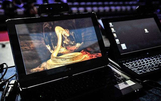 A high resolution snake game that responds to gesture technology (Photo credit: Courtesy)