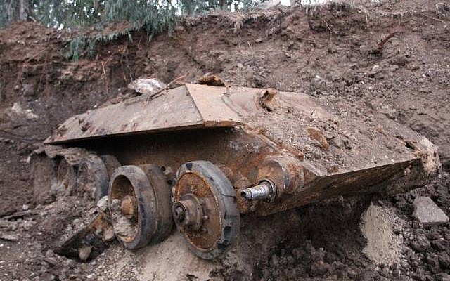 An old Russian tank found buried in Holon's industrial zone. (Photo credit: Israel Police/Facebook)