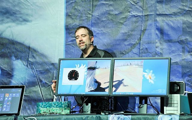 Intel assistant Craig demonstrates Intel's Thunderbolt technology in action, with an image split between two screens (Photo credit: Courtesy)