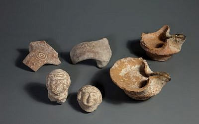 Fragments of oil lamps, stamped handles and female figurines dating from the end of the First Temple period discovered at the City of David site. (photo credit: courtesy Israel Antiquities Authority)