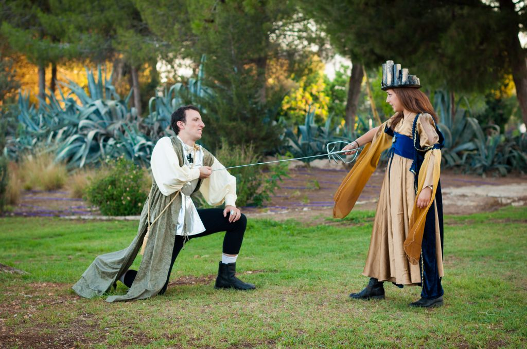 Richard, Duke of Gloucester and Sara Covey as Lady Anne (photo credit: Yitz Woolf)