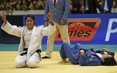 Yarden Gerbi celebrates her victory over Abe Kana from Japan in the semifinal of the World Judo Championships in Rio de Janeiro, Brazil, Thursday, August 29, 2013. (photo credit: AP/Silvia Izquierdo)