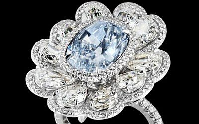 A jeweled ring, part of the $136 million jewel theft.(photo credit: AP Photo/Lloyds of London)