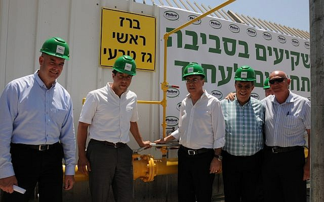 Energy and Water Resources Minister Silvan Shalom (center) prepares to turn on the connection that will pump natural gas into a Ramat Hovav factory, the first factory in Israel to use natural gas as its source of power (Photo credit: Courtesy Phibro Israel)