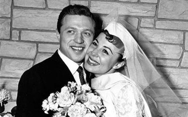 Eydie Gorme and Steve Lawrence, both 22, on their wedding day in Las Vegas. (photo credit: AP)