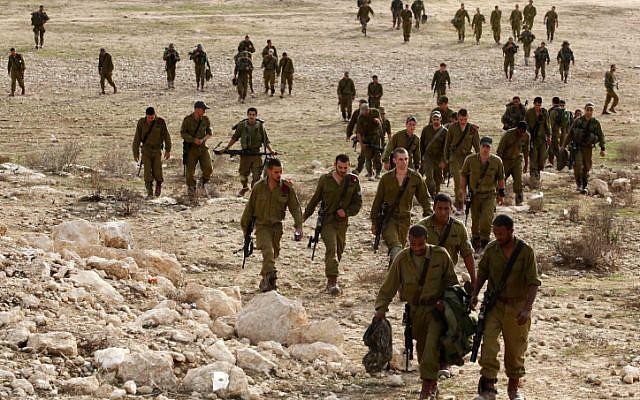 Illustrative photos of IDF soldiers training. (Edi Israel/Flash90)