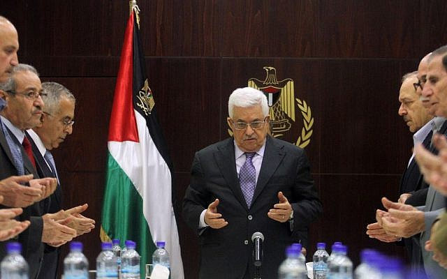 Mahmoud Abbas prays with members of the PLO Executive Committee, Ramallah, May 28, 2013 (photo credit: Isaam Rimawi/Flash90)