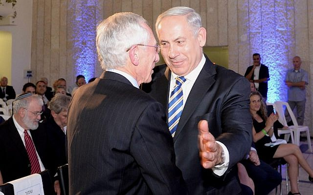 Prime Minister Benjamin Netanyahu embraces outgoing Bank of Israel Chairman Stanley Fischer during his farewell reception in Jerusalem on June 23, 2013 (Photo credit:  Kobi Gideon / GPO /Flash90)