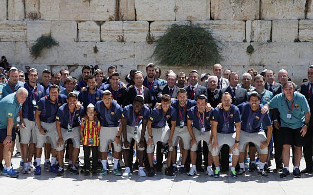 FC Barcelona football team at the Western Wall in Jerusalem's Old City,  August 04, 2013. (photo credit: Alex Kolomoisky/FLASH90)