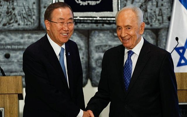UN Secretary-General Ban Ki-moon shakes hands with President Shimon Peres, at Peres's residence in Jerusalem, August 16, 2013. (Photo credit: FLASH90)