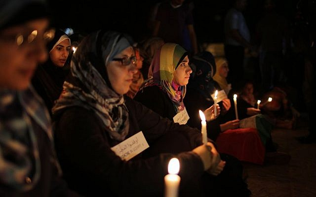 Women in Gaza hold candles during a solidarity protest with Egyptian casualties, August 16, 2013 (photo credit: Flash90/Wissam Nassar)