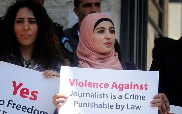 Journalists protest security crackdown in Ramallah, August 25, 2013 (photo credit: Issam Rimawi/Flash90)