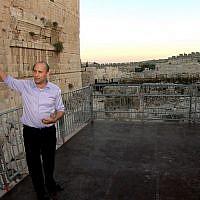 Minister Naftali Bennett unveils a temporary platform built for egalitarian prayer at the Western Wall in Jerusalem in August 2013. (Ezra Landau/Flash90)