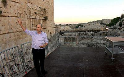 FILE: Minister Naftali Bennett unveils a temporary platform built for pluralistic prayer at the Western Wall in Jerusalem in August 2013. (Ezra Landau/Flash90)