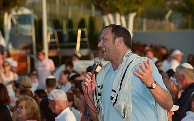 Daniel Greyber talks to the crowd at Maccabiah 2013 (photo credit: courtesy)