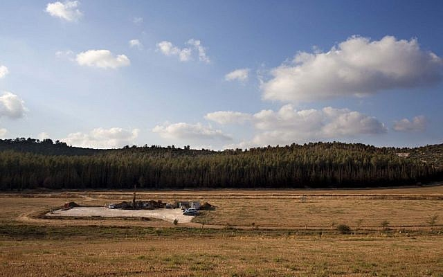 IEI operations at the Zoharim drilling site in the Shfela, as part of the appraisal process, seen from a viewpoint to the north (photo: Yoray Liberman, IEI)