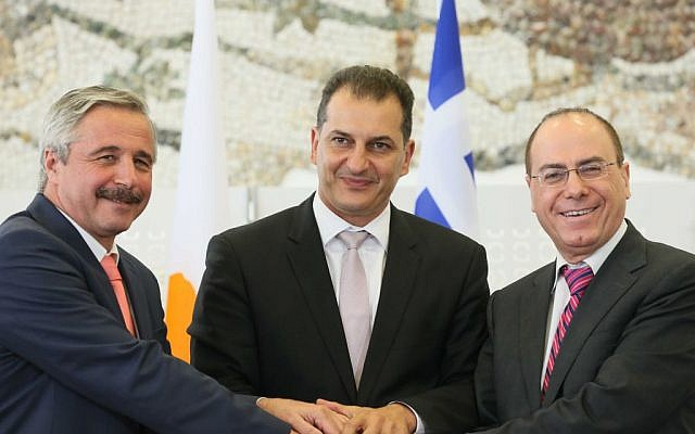 Energy and Water Resources Minister Silvan Shalom (r) with Greek representatives of the Ministry for the Environment, Energy and Climate Change, Minister George Lakkotrypis (c) and Deputy Minister Yiannis Maniatis(l) upon signing a tripartite energy memorandum of understanding on August 8, 2013. (photo courtesy of Prime Minister's Office)