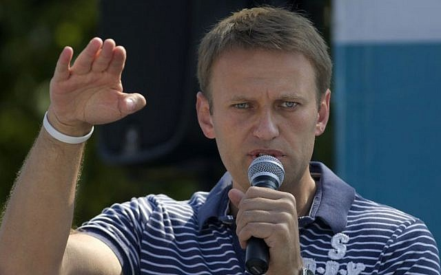 Alexei Navalny speaks to supporters in downtown Moscow. (photo credit: AP/Ivan Sekretarev)