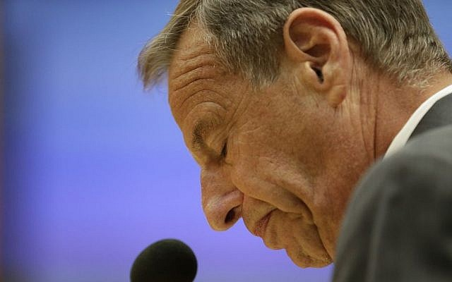 San Diego Mayor Bob Filner speaks after agreeing to resign at a city council meeting Friday, Aug. 23, 2013, (photo credit: AP/Gregory Bull)