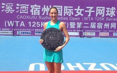 Shahar Peer after winning the Caoxijiu Suzhou Ladies Open in China on August 10, 2013. (Photo credit: Shahar Peer/Facebook)