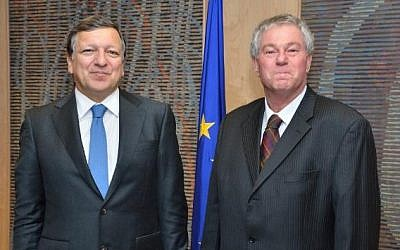 President of the European Commission José Manuel Barroso, left, and David Walzer, Head of the Mission of Israel to the EU. (Photo credit: European Union, 2013)
