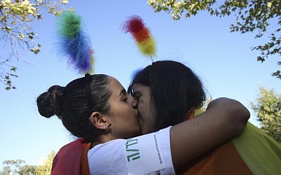 A couple at the annual gay parade in Jerusalem on August 01, 2013 (photo credit: Nati Shohat/Flash90)