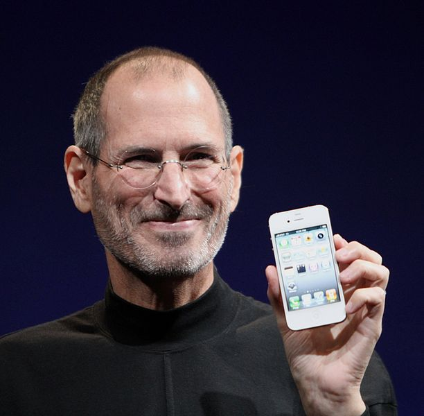 Steve Jobs shows off the white iPhone 4 at the 2010 Worldwide Developers Conference (photo credit: Matthew Yohe/Wkipedia commons)