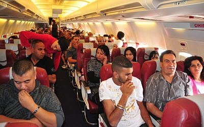 Israelis on board a flight to Turkey during the Passover holiday, April 12, 2009. (Shay Levy/Flash 90)