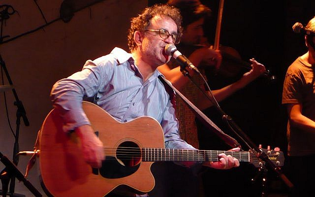 Ehud Banai performs in 2008 (photo credit: CC BY-SA Whistling in the Dark/Wikimedia Commons)