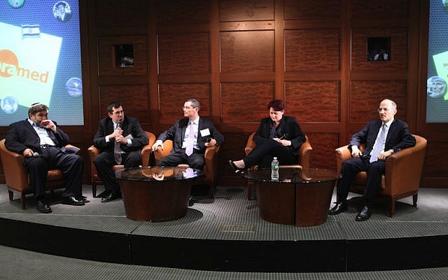 Jon Medved, CEO of OurCrowd, (left) leads a panel discussion on crowdfunding in New York. (Photo credit: Courtesy)