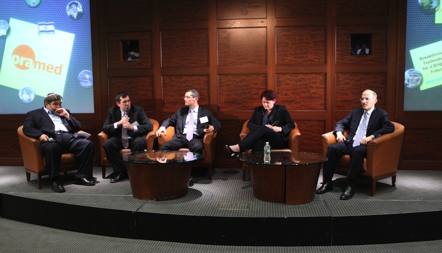Jon Medved, CEO of OurCrowd, (left) leads a panel discussion on crowdfunding in New York in September. (Photo credit: Courtesy)