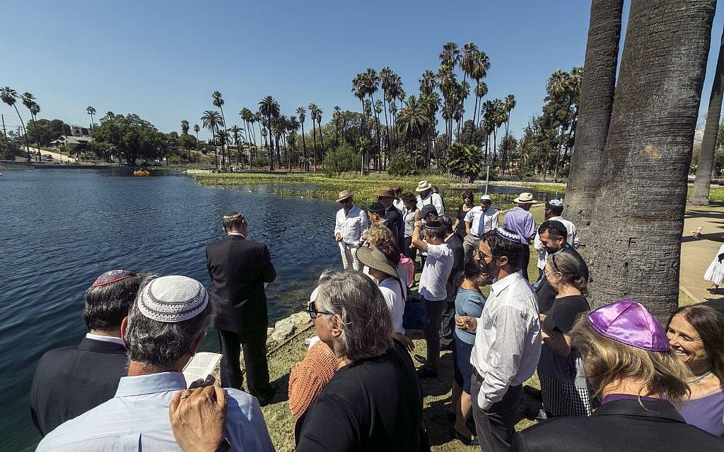 Illustrative: Los Angeles Temple Knesset Israel community members gather on the First Day of Rosh Hashana to recite the Tashlich prayer. (photo credit: AP Photo/Damian Dovarganes)
