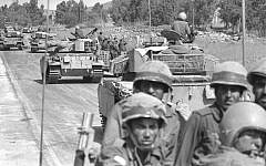 Israeli troops rushing up to the northern frontier with the outbreak of the Yom Kippur War, October 7, 1973. (GPO/Eitan Harris)