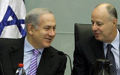 Tzachi Hanegbi (right) and Prime Minister Benjamin Netanyahu (Miriam Alster/Flash90)