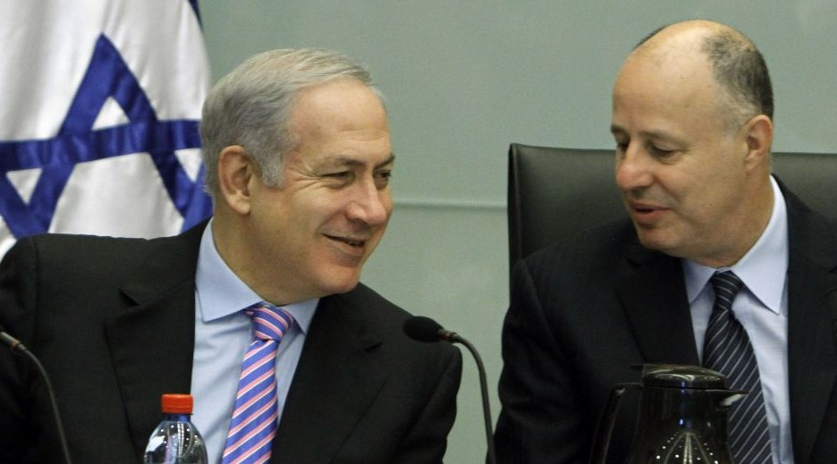 Tzachi Hanegbi (right) and Prime Minister Benjamin Netanyahu (photo credit: Miriam Alster/Flash90)