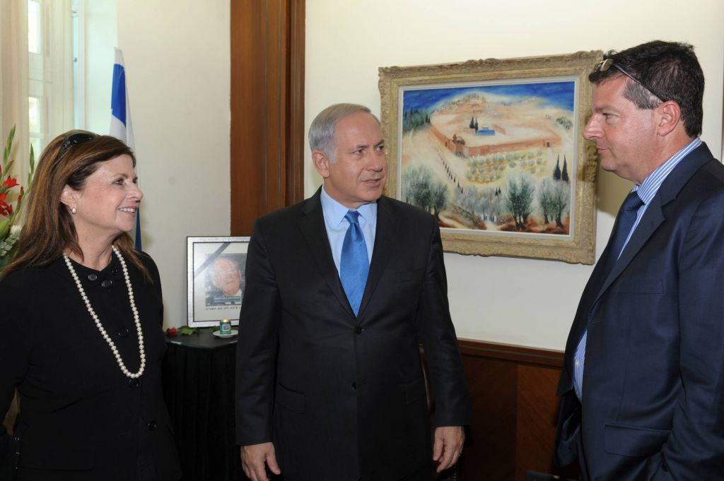 Prime Minister Benjamin Netanyahu meets with Yuval and Dalia Rabin, the children of assassinated prime Minster Yitzhak Rabin, in 2010 (Photo credit: Amos BenGershom / Government Press Office/FLASH90)