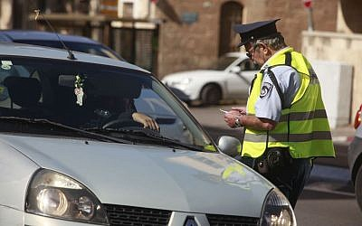 Illustrative photo of a police officer checking a driver's license in Jerusalem. (photo credit: Uri Lenz/Flash90)