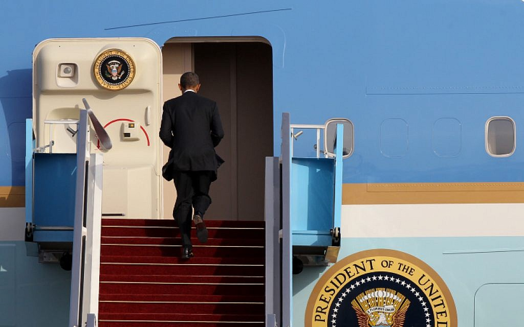 President Barak Obama boarding Air Force One after a March 2013 visit to Israel (Photo credit: Miriam Alster/ Flash 90)