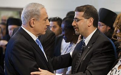 Prime Minister Benjamin Netanyahu (left) with then-US ambassador to the US Dan Shapiro in April 2013. (Flash90)