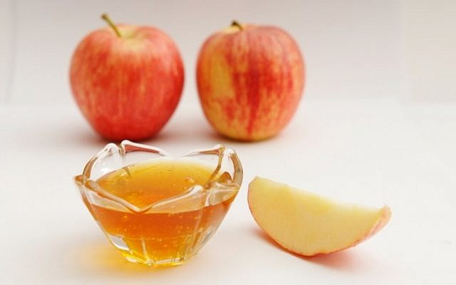 Apple in honey (illustrative photo credit: Mendy Hechtman/Flash90)