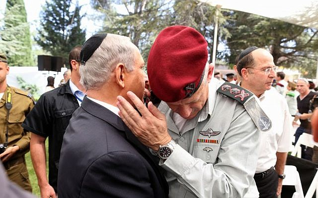 Prime Minister Benjamin Netanyahu and IDF Chief of Staff Benny Gantz at a state ceremony marking the 40th anniversary of the Yom Kippur War, at the military cemetery at Jerusalem's Mount Herzl. September 15, 2013. (Photo credit: Amit Shabi / POOL/Flash90